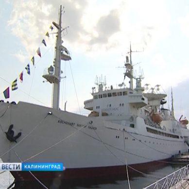 В Музее мирового океана открылась выставка «Звезда Виктора Пацаева»